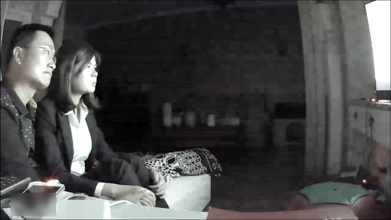 家庭网络摄像头被黑TP公司领导趁着老婆出差不在家把漂亮女下属骗到家里想要啪啪啪听对白女的一直想要走